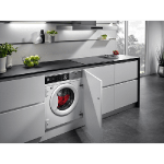 lavadora silenciosa en cocina color blanca